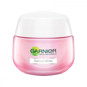 Garnier Sakura White Pinkish Radiance Moisturizing Cream